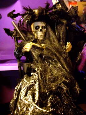 VICTORIAN VINTAGE SKELETON WITCH IN ROCKING CHAIR DOLL DECORATION ( BLACK)