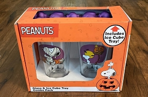PEANUTS/CHARLIE BROWN SET OF 2 HALLOWEEN PINT GLASSES AND SNOOPY ICE CUBE TRAY