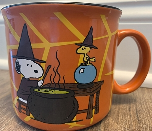 PEANUTS SNOOPY WOODSTOCK HALLOWEEN WITCHES CAULDRON HUGE CERAMIC MUG