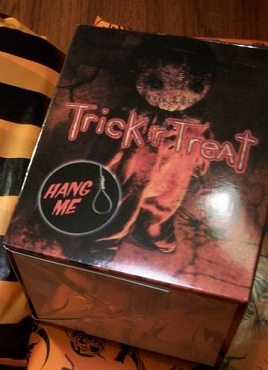 SAM ( TRICK R TREAT) HORROR MEAL TREAT BOX (EXCLUSIVE)