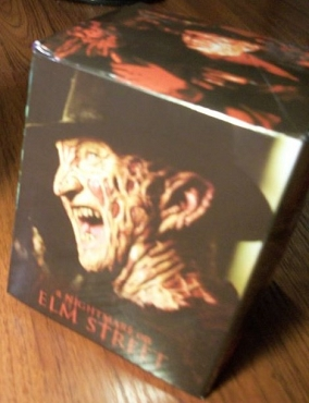 FREDDY KRUEGER (NIGHTMARE ON ELM STREET) HORROR MEAL BOX ( EXCLUSIVE)