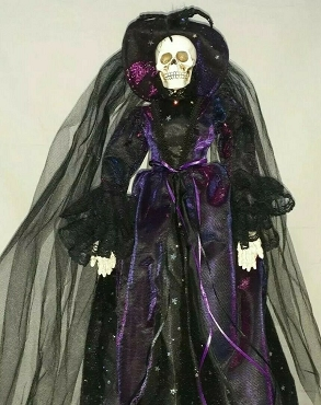 STANDING VICTORIAN VINTAGE SKELETON WITCH DOLL DECORATION (PURPLE)
